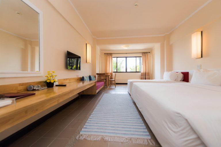 ระยองรีสอร์ท : ห้องดีลักซ์ทริปเปิ้ล วิวทะเล