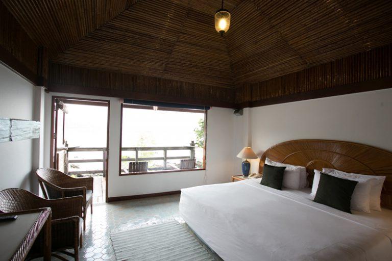 ระยองรีสอร์ท : ห้องดีลักซ์ วิวทะเล