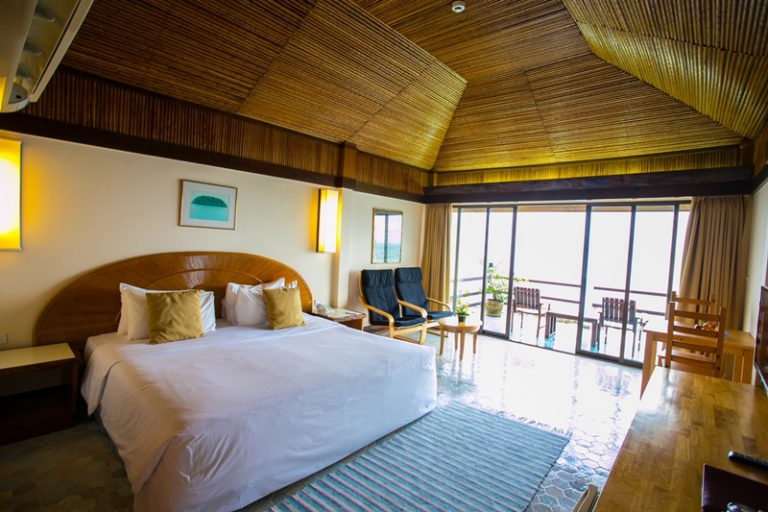 Rayong Resort : Premier Seafront Room – Modern Interior